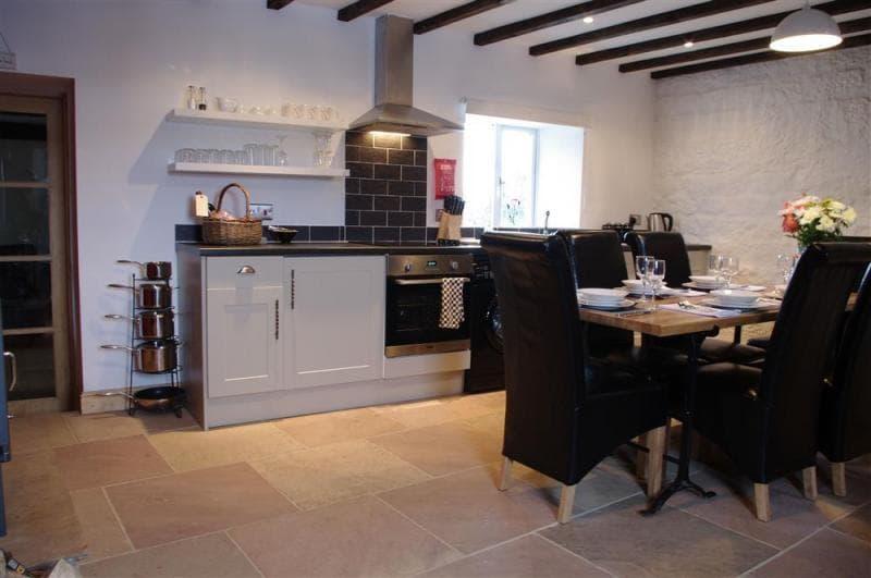 The Hay Barn, Grewelthorpe Large stylish kitchen with dining area - Large stylish kitchen with dining area at the Hay Barn, near Grewelthorpe, Masham