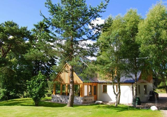 Easter Duiar Cottage Easter Duiar - a stunning location on the edge of the Cairngorms overlooking the Spey Valley.