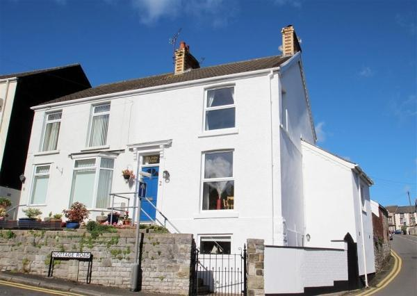 Beautifully presented two bedroom cottage in Newton village. Close to Mumbles, local Bays, and the Gower Peninsular. - Pilton House Gower