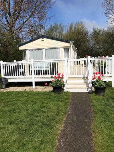 Family Holidays Blackpool 4 bed holiday home, full size washing machine, sky dish piped gas quiet area not far form the comple