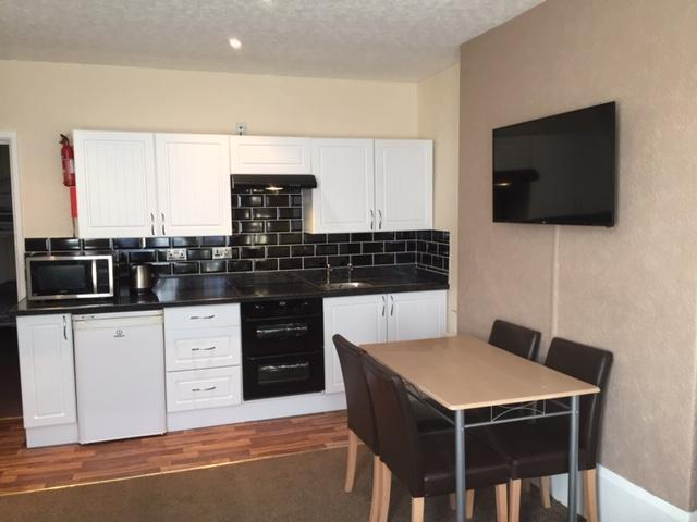 Phillips Apartments for 6 Flat 1 Large Open plan Kitchen / Lounge front facing, Ground floor