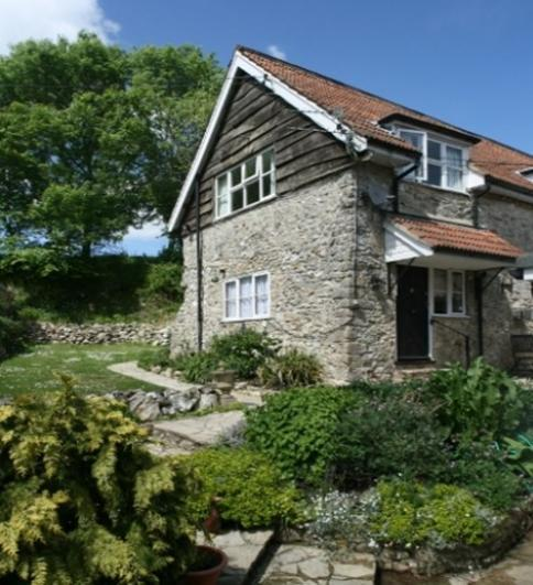 Wagtail Cottage Wagtail Cottage - Sleeps 4, a popular cottage with families and pet owners with garden and patio.
