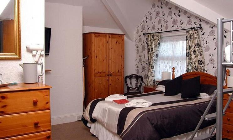 The Shepperton Hotel Spacious Family Room