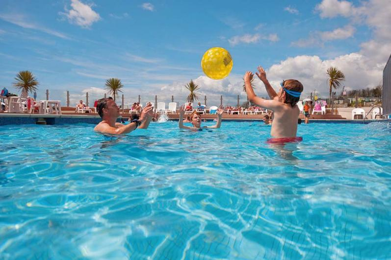 Outdoor pool - Haven Littlesea Holiday Park