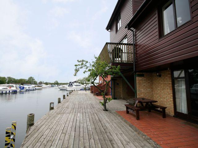 Marina Loft Timber clad apartment on the waterfront of Horning marina