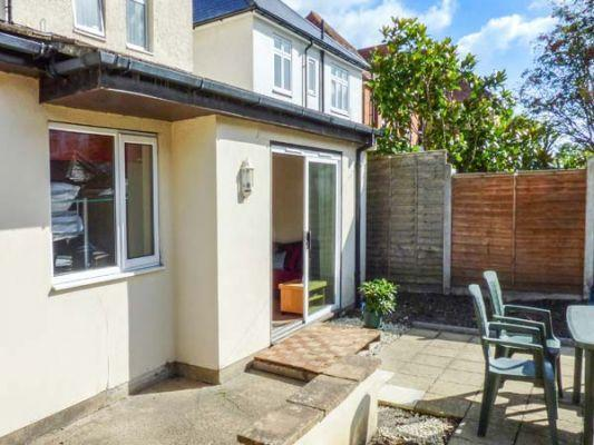 Family Holidays to Bournemouth with Sykes Cottages Beach Retreat (Ref 942905)