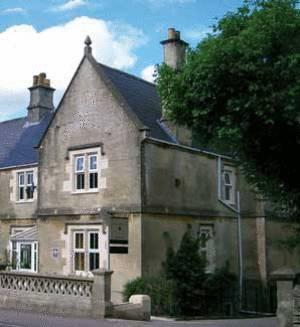 Welcome to Lorne House in the heart of Box, ideal for leisure or business visits - Lorne House B&B