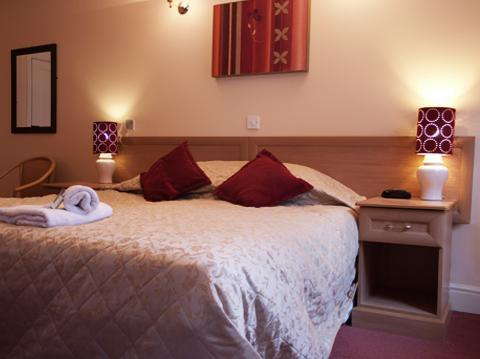 - Mereside Hotel