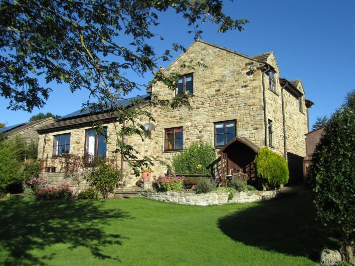 Oak Lodge Bed & Breakfast - a stone built house in Leyburn set within one acre of gardens & grounds. - Oak Lodge Bed & Breakfast