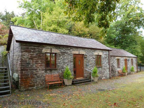 Llety Merlen Cottage Devils Bridge accommodation for couples - cosy and pet-friendly
