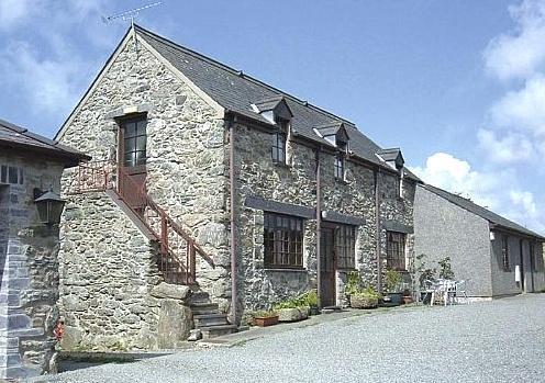 - Stabl Y Garnedd Holiday Cottage