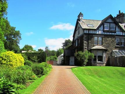Oakthwaite Well maintained gardens and entrance drive to Oakthwaite