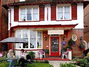 Longcroft Lodge Guest House Exterior