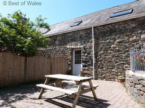 Llofft Llyn Llyn Peninsula accommodation - beautiful first floor apartment for 4