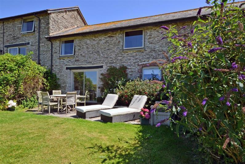 Court Barton Cottage No. 4 CB4-ext_R - Court Barton 4 with sunny south facing patio