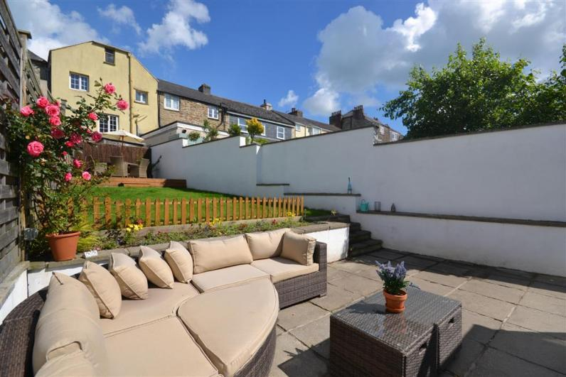 4 Orchard Brook Cottages garden - Fully enclosed garden with gorgeous garden furniture