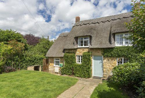 Harrowby End Large enclosed rear garden with steep steps down to cottage