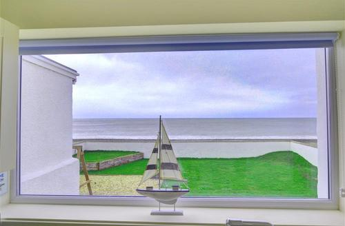 Snaptrip - Last minute cottages - Beautiful Llandudno Rental S13318 - WAG553 - Sea View