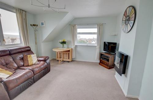 Snaptrip - Last minute cottages - Captivating Swanage Rental S13321 - WY348 - Living Room - View 4