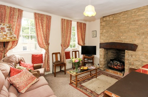 Snaptrip - Last minute cottages - Lovely Witney House S77331 -