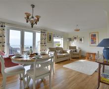 Snaptrip - Last minute cottages - Tasteful Saltdean Apartment S77581 - BBSEAV - Sitting Area