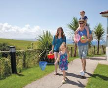 Snaptrip - Last minute cottages - Luxury Sandymouth Bay Lodge S78035 - The park setting