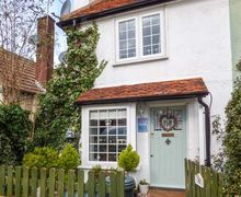 Snaptrip - Last minute cottages - Lovely West Mersea Cottage S78200 -