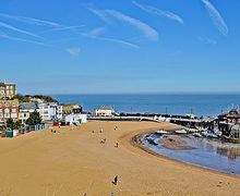 Snaptrip - Last minute cottages - Exquisite Broadstairs Cottage S13552 -