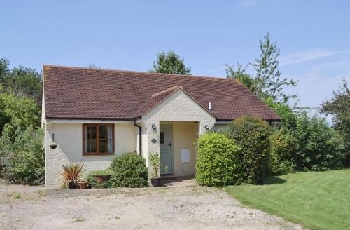 Snaptrip - Last minute cottages - Tasteful Folkestone Cottage S13623 -