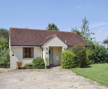 Snaptrip - Last minute cottages - Tasteful Folkestone Cottage S13623 -