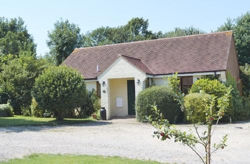 Snaptrip - Last minute cottages - Quaint Folkestone Cottage S13625 -