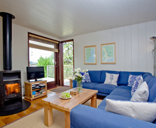 Snaptrip - Last minute cottages - Wonderful Dawlish Lodge S42603 -