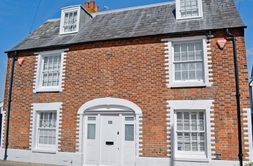 Snaptrip - Last minute cottages - Luxury Whitstable Cottage S13692 -