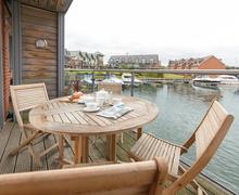Snaptrip - Last minute cottages - Captivating Binfield Cottage S70127 -