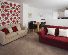 Snaptrip - Last minute cottages - Inviting Weymouth Apartment S76110 -