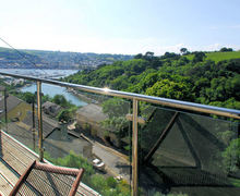 Snaptrip - Last minute cottages - Attractive Kingswear Apartment S76119 -