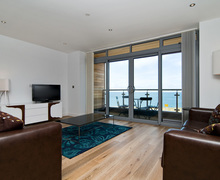 Snaptrip - Last minute cottages - Beautiful Newquay Apartment S76147 -