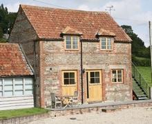 Snaptrip - Last minute cottages - Wonderful Westbury Cottage S13765 -