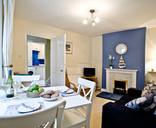 Snaptrip - Last minute cottages - Delightful Dartmouth Cottage S76281 -