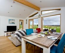 Snaptrip - Last minute cottages - Splendid Bradford Abbas Lodge S76476 -