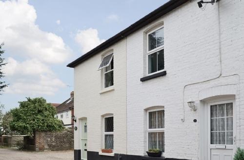 Snaptrip - Last minute cottages - Luxury Arundel Cottage S13810 -