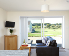 Snaptrip - Last minute cottages - Captivating Seaview Cottage S76536 -