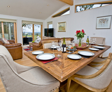 Snaptrip - Last minute cottages - Wonderful Bradford Abbas Lodge S76544 -