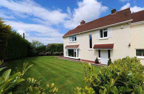 Snaptrip - Last minute cottages - Adorable Barnstaple Gables S1207 - Garden
