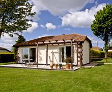 Snaptrip - Last minute cottages - Cosy East Devon Lodge S76669 -