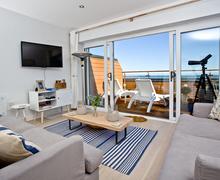 Snaptrip - Last minute cottages - Cosy Brixham Apartment S76676 -