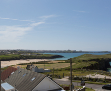 Snaptrip - Last minute cottages - Lovely Porth Apartment S76719 -