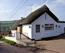 Snaptrip - Last minute cottages - Splendid Newton Abbot Cottage S78894 -