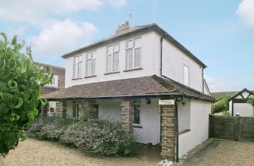 Snaptrip - Last minute cottages - Gorgeous Bognor Regis Cottage S13882 -