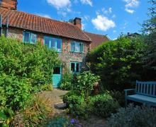 Snaptrip - Last minute cottages - Wonderful Kelling Rental S9770 - Exterior View